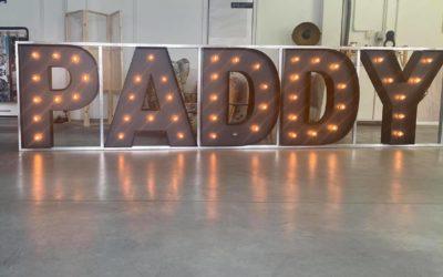 Litery z żarówkami Paddy
